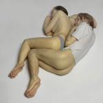 Scultura di Ron Mueck raffigurante una coppia di giovani