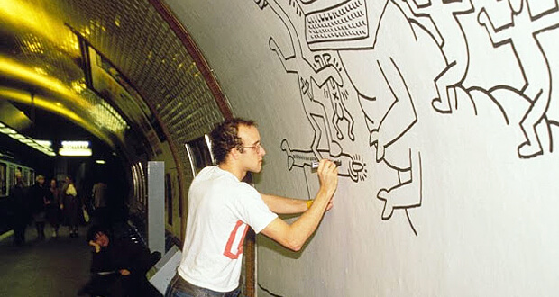Keith Haring drawing in the subway of Paris